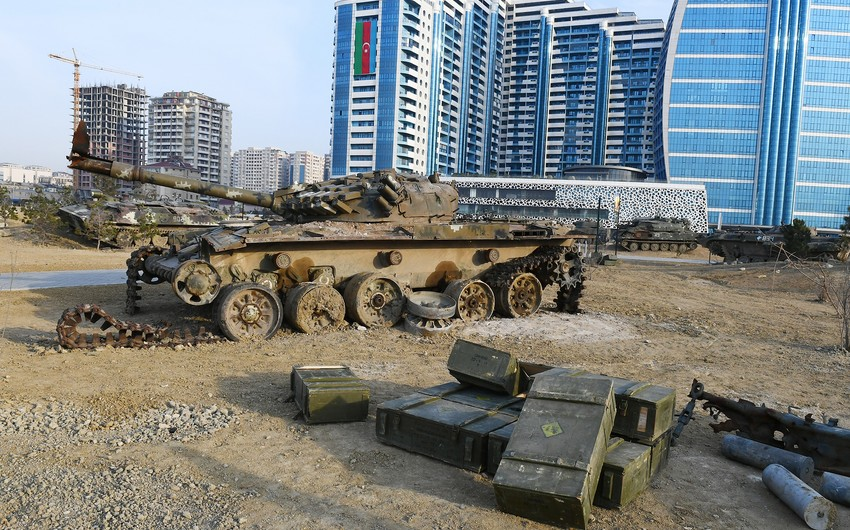 Hərbi Qənimətlər Parkında düşmənin 150-dək ağır texnika, tanklar, artilleriya qurğuları toplanıb