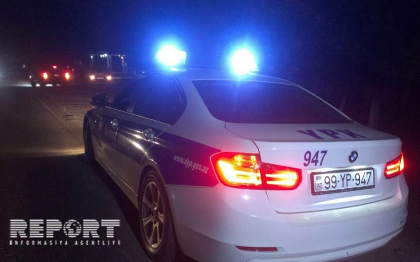 Siyəzəndə yük furqonu aşıb, 3 nəfər yaralanıb