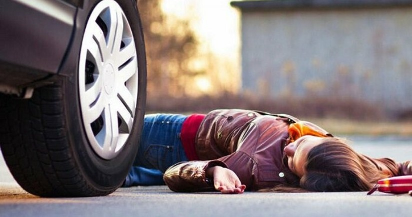 Abşeronda gənc qızı evinin yanında avtomobil vurdu