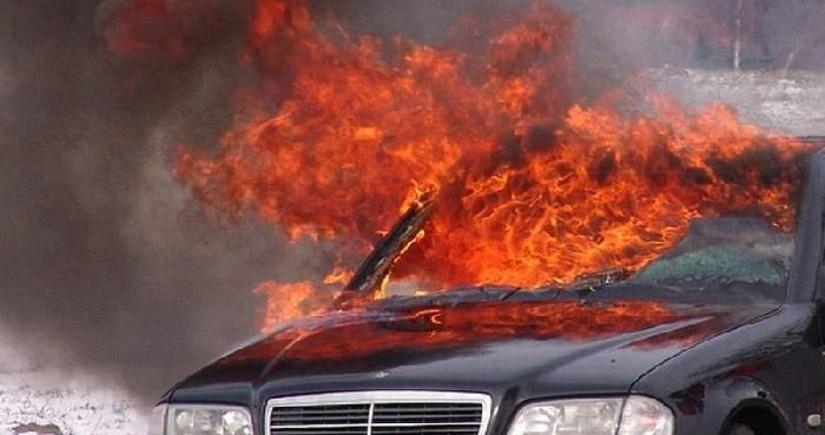 Bakı-Quba yolunda avtomobil yanır
