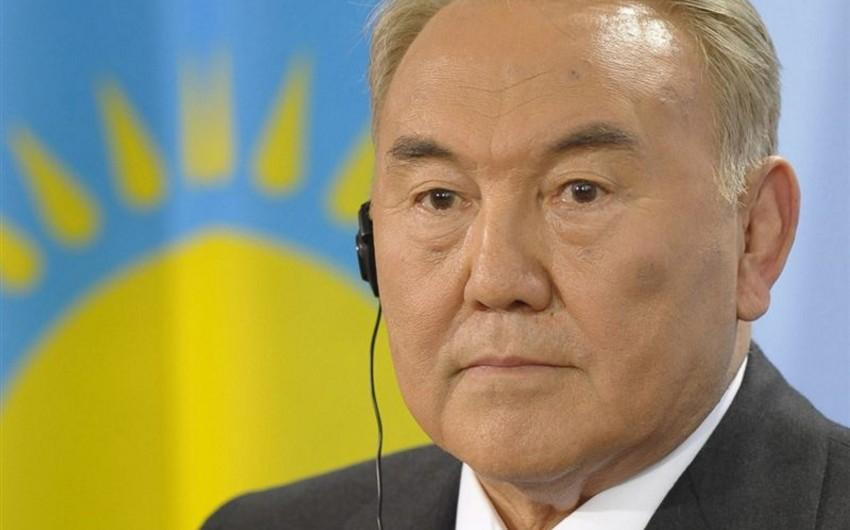 Nazarbayev kiril əlifbasından latına keçid haqqında fərman imzalayıb