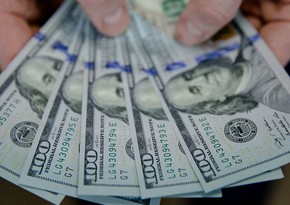 Доллар дешевеет на слабой статистике по рынку труда США
