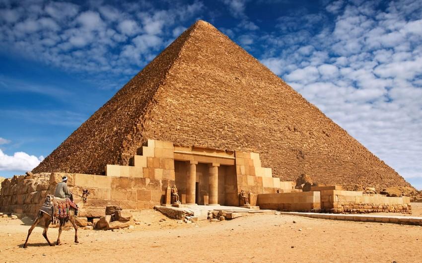 Naməlum şəxslər Misirdə piramidalar yaxınlığında turistlərə atəş açıb
