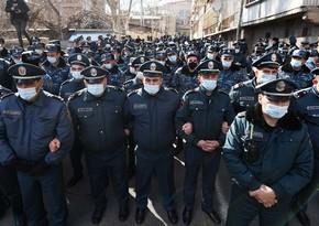Родные пропавших без вести военных заблокировали здание минобороны Армении