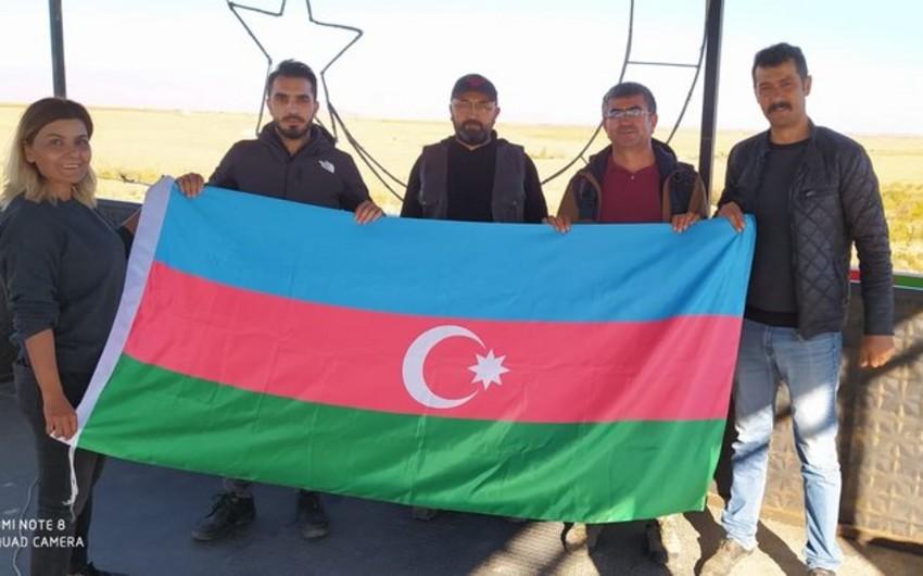 Türkiyəli idmançılar Azərbaycan bayrağı açdılar -