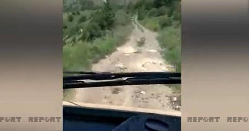 Кадры с места подрыва на мине автомобиля с представителями СМИ - ВИДЕО