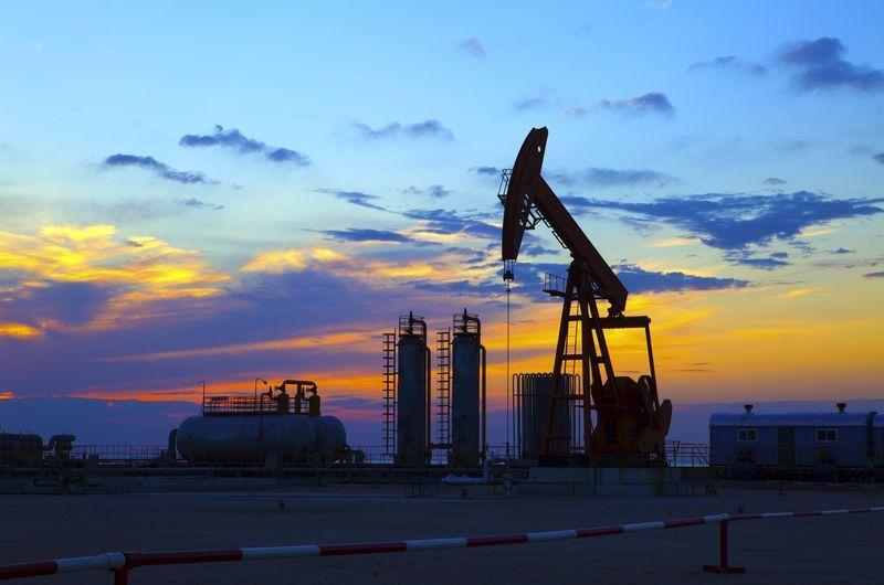 Brent neftinin bir barelinin qiyməti 56 dollardan da aşağı düşüb