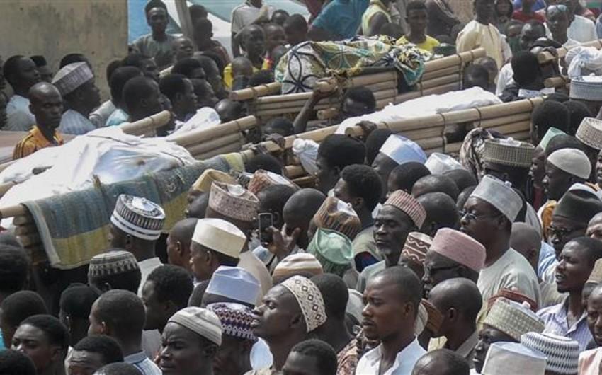 Nigeriyada kilsənin uçması nəticəsində 200 nəfərin həlak olduğu güman edilir - YENİLƏNİB