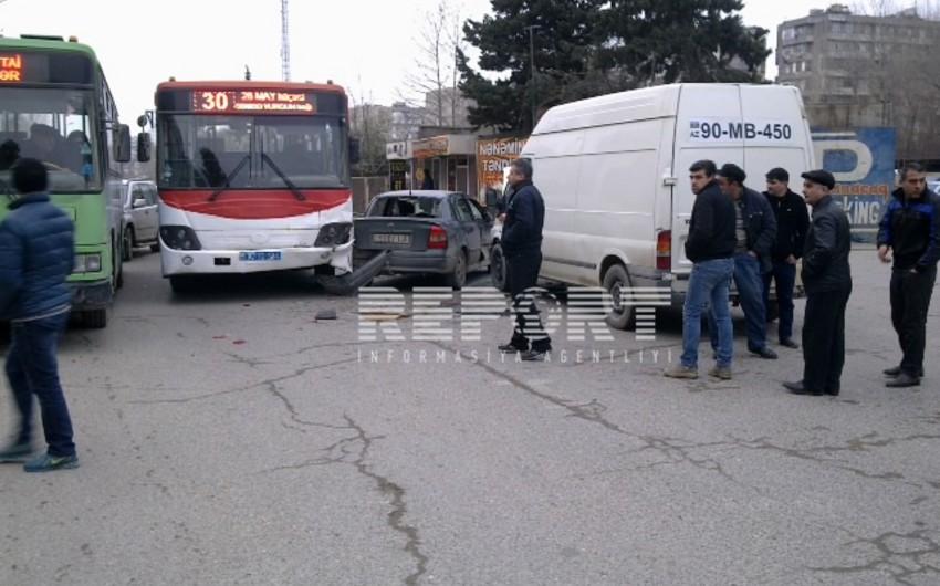 Bakıda avtobusun qarşı yola çıxması qəzaya səbəb olub - FOTO