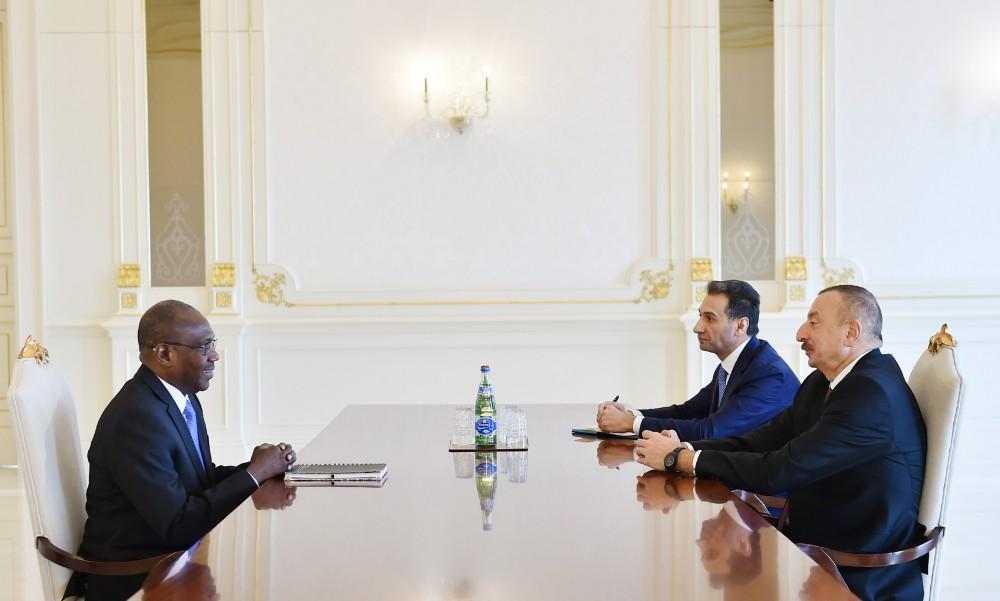 Президент Ильхам Алиев принял исполнительного директора компании Smart Africa