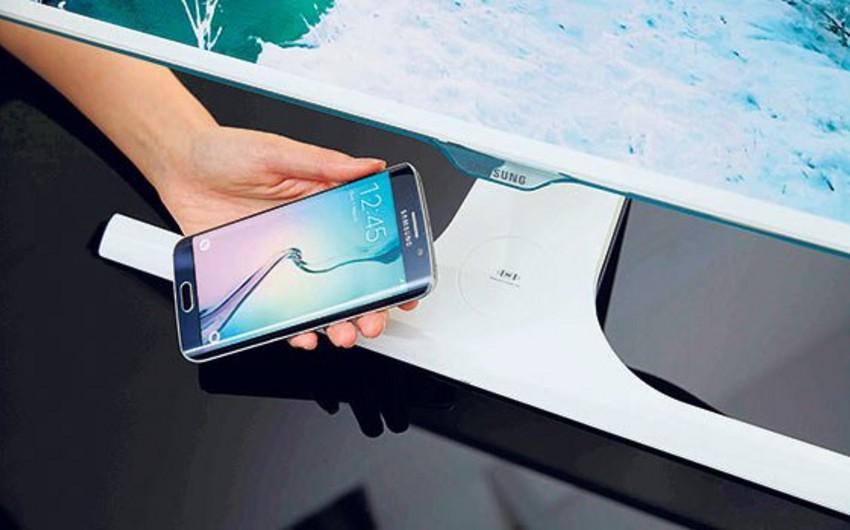 Samsung telefonların kabelsiz enerji yığa biləcəyi monitor istehsal edib