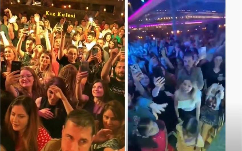 В Баку владельца ресторана оштрафовали за концерт Мустафы Чечели