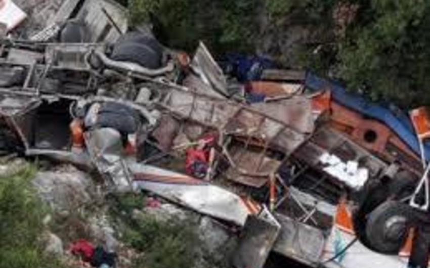 Nepalda avtobus uçuruma yuvarlanıb, 18 nəfər ölüb, 13-ü xəsarət alıb