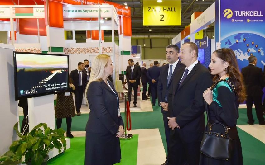 """Prezident İlham Əliyev """"BakuTel-2016"""" sərgisi ilə tanış olub - YENİLƏNİB"""