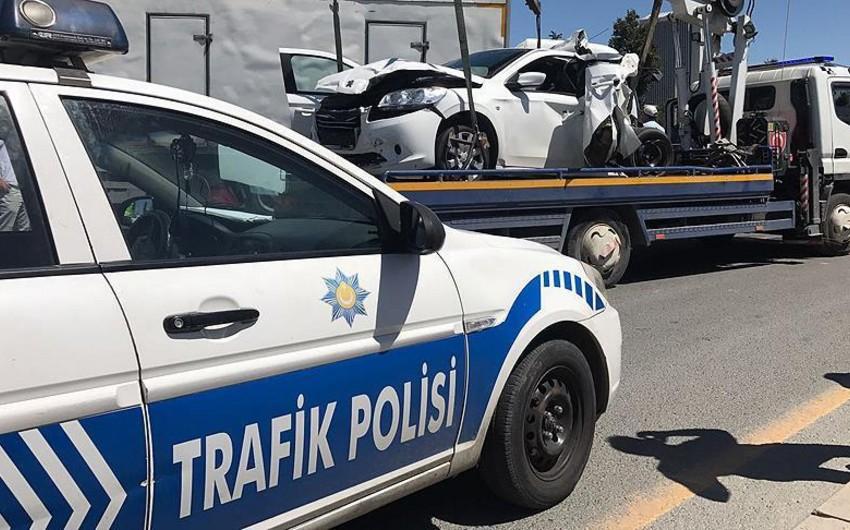Türkiyəli müğənni Sibel Can İstanbulda yol qəzasına düşüb - FOTO