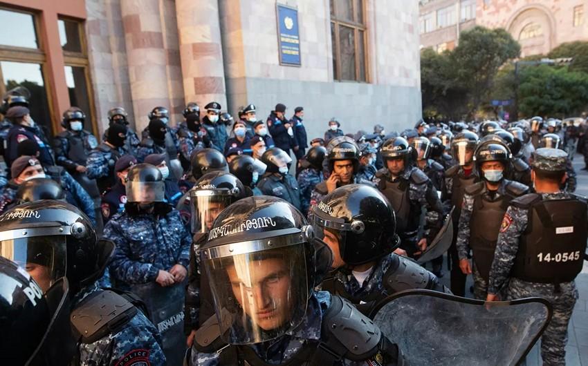 Paşinyanın istefasını tələb edən etirazçılar Yerevanda küçələri bağlayıb