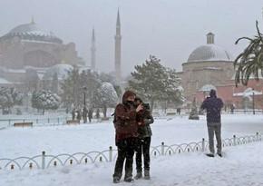 В Стамбуле выпало 20 сантиметров снега