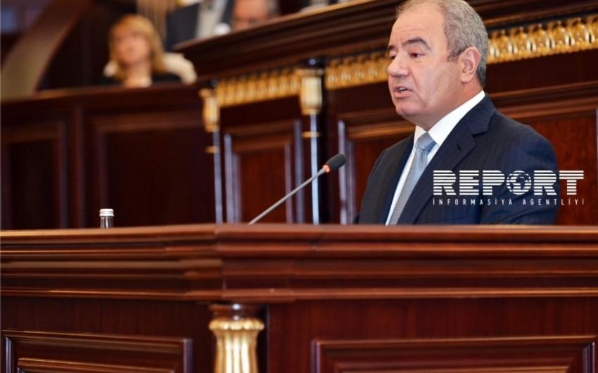 Əli Abbasov: Azərbaycanda savadlı kadrlara tələbat olmalıdır