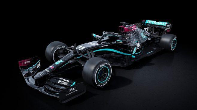 Formula 1: Mercedes qara bolidlərini təqdim etdi