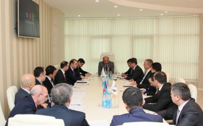 Əbülfəs Qarayev Azərbaycan turizm sənayesinin nümayəndələri ilə görüşüb