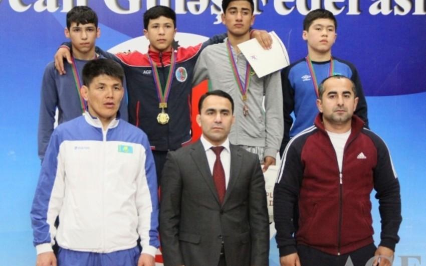 Azərbaycan güləşçiləri Bakıda start götürən turnirin ilk günündə 11 medal qazanıblar