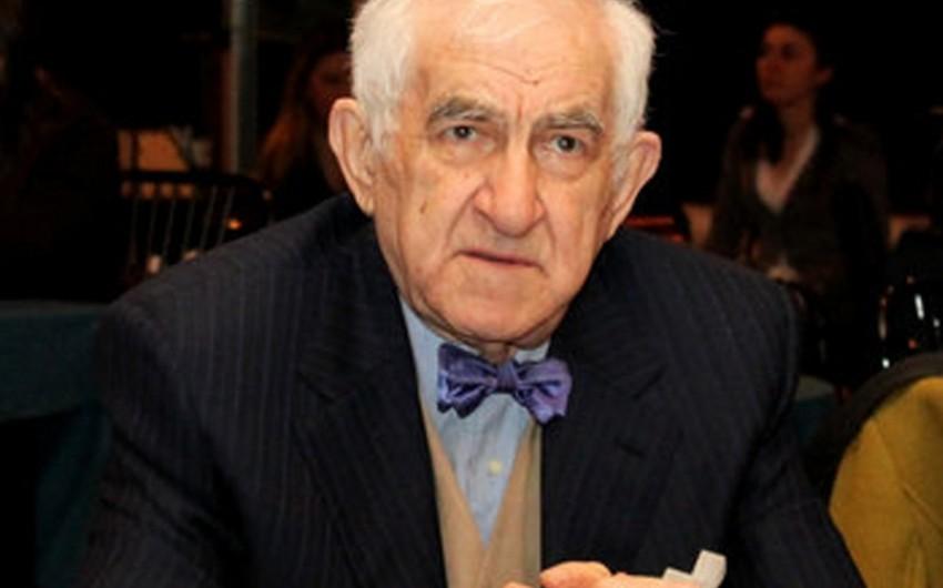 Vasif Talıbov Abbasqulu ağa Bakıxanovun nəticəsinə fəxri ad verib