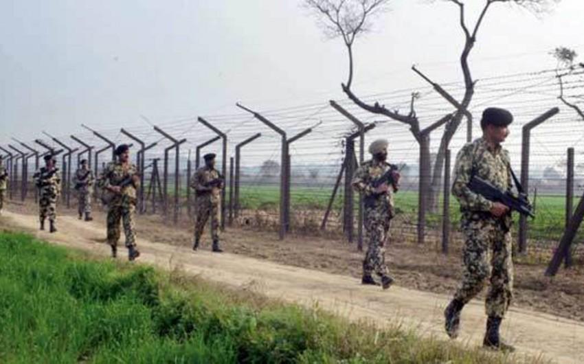 СМИ: Индия дислоцировала на линии контроля в Кашмире 100 тыс. военнослужащих