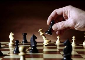 Həftənin oyunu: Hipermodernist şahmatçı kimdir?
