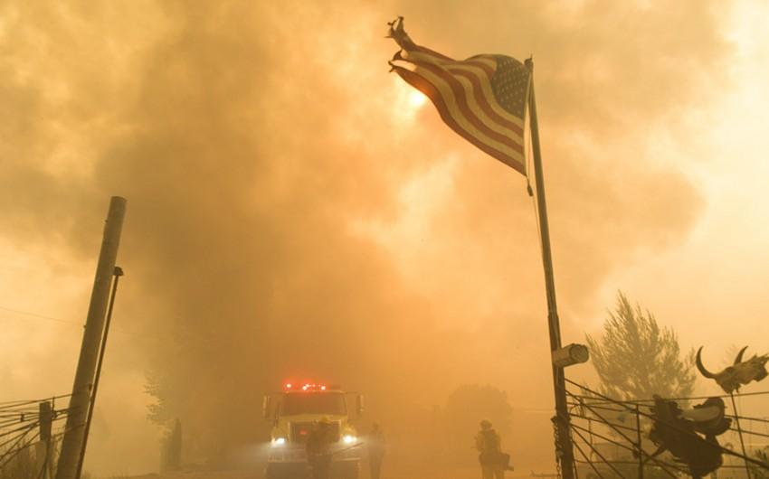 ABŞ-da baş vermiş yanğın nəticəsində 150-dən çox ev yanıb