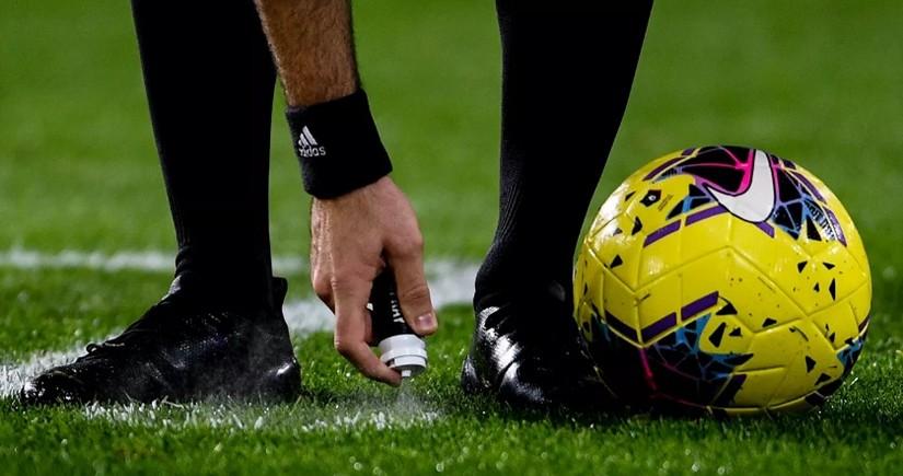 Футболист ударил себя камнем в висок, имитируя травму