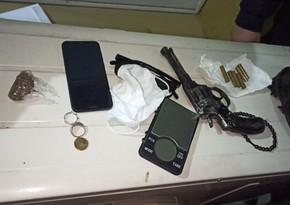 Polis əməliyyatlarında saxlanılanlar var: silah və narkotik götürülüb