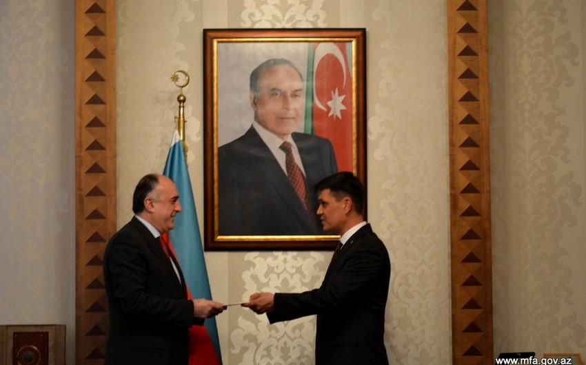 Эльмар Мамедъяров принял новоназначенного посла Туркменистана