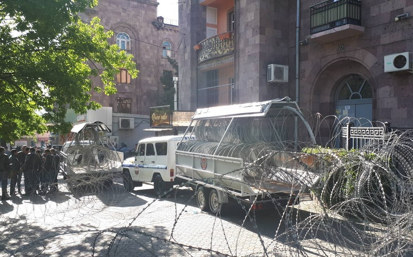 "Yerevandakı aksiyada ""Çıxış"" müxalifət bloku liderinin oğlu tutulub"