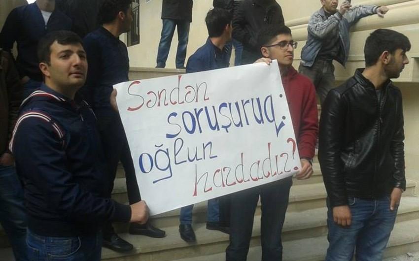 Əli Kərimlinin yaşadığı binanın qarşısında daha bir aksiya keçirilib - FOTO