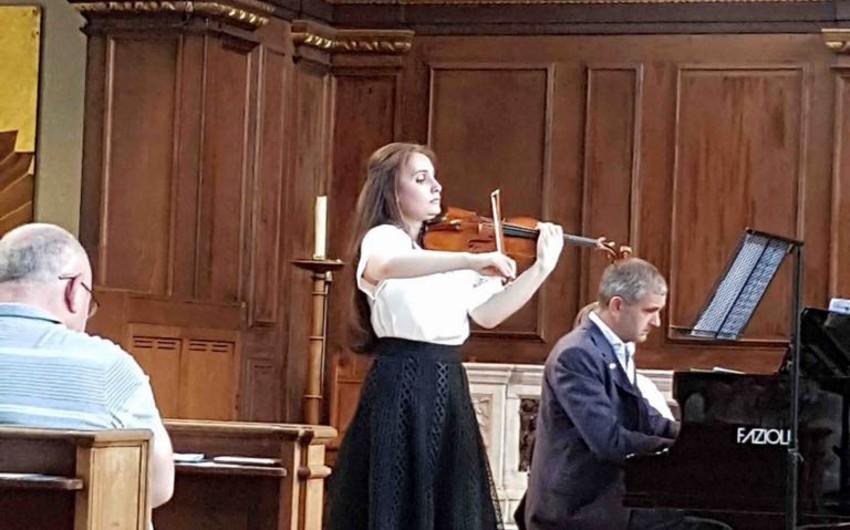 Azərbaycanlı skripkaçı Nəzrin Rəşidova Londonda konsert proqramı ilə çıxış edib - FOTO - VİDEO