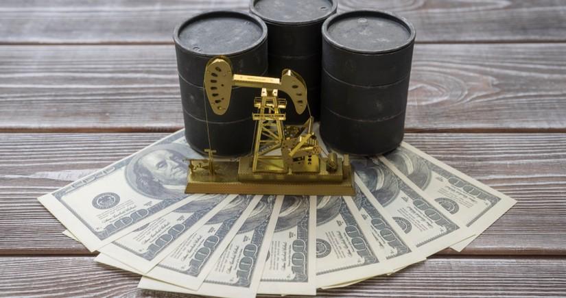 Azerbaijani oil price tumbles
