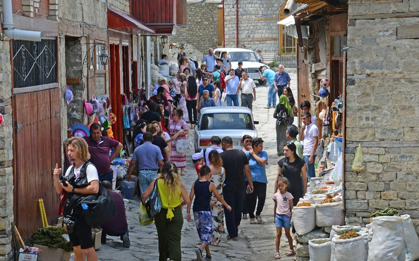 Azərbaycana turist axını 6 dəfədən çox azalıb