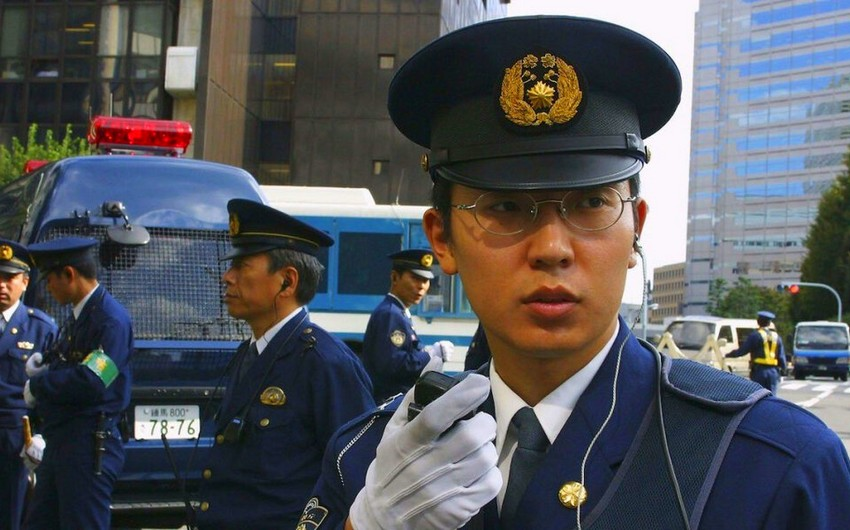 Man holding female worker hostage at internet cafe in Japan