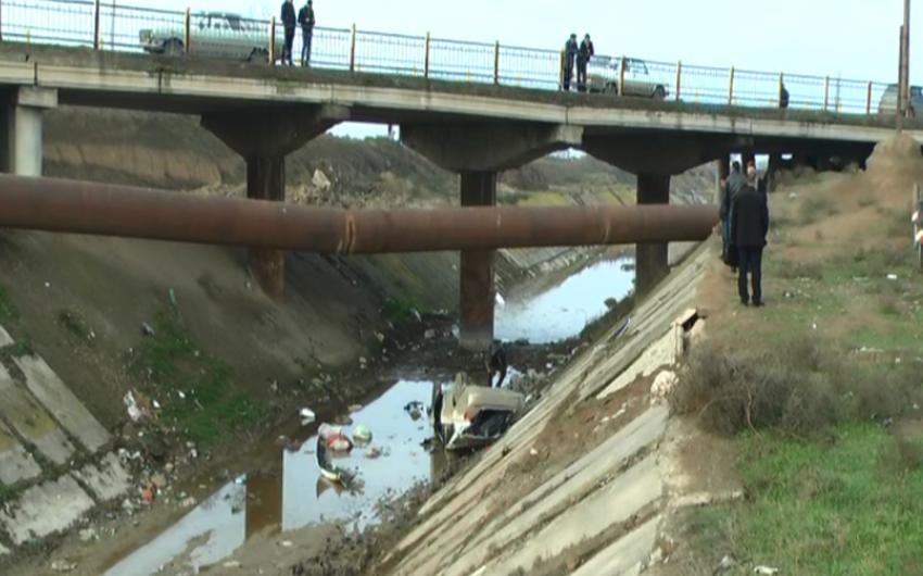 Samux rayonunda avtomobil kanala aşıb, sürücü ölüb - FOTO