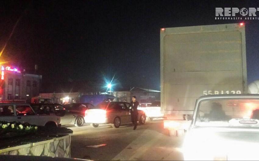 Azadlıq prospektində əks yola çıxaraq böyük tıxaca səbəb olan 2800-dən çox sürücü cərimələnib - FOTO