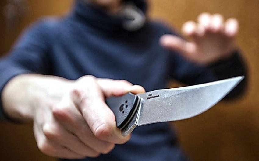 Yasamalda bıçaqlanan sərxoş kişi özü xəstəxanaya gedib