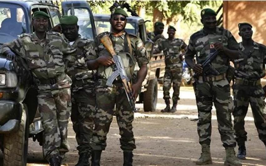 Nigerdə hərbi bazaya hücum zamanı 12 hərbçi öldürülüb, yaralılar var