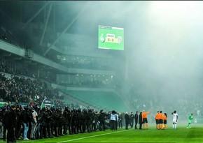 Матч Лиги 1 начался на час позже из-за поведения фанатов