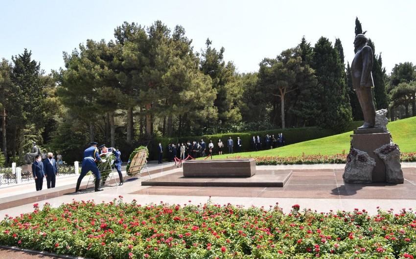 Koreya Milli Assambleyasının sədri Fəxri xiyabanı ziyarət edib