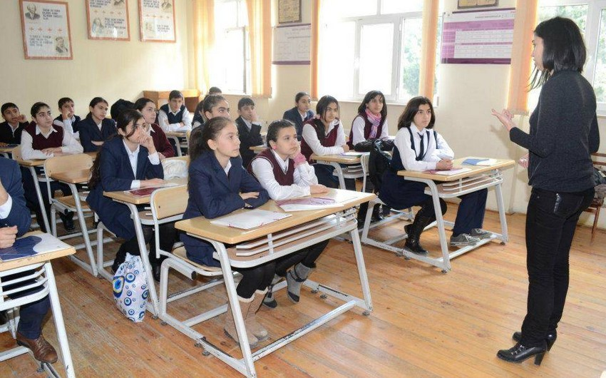 Президент Азербайджана подписал распоряжение о повышении заработной платы педагогов