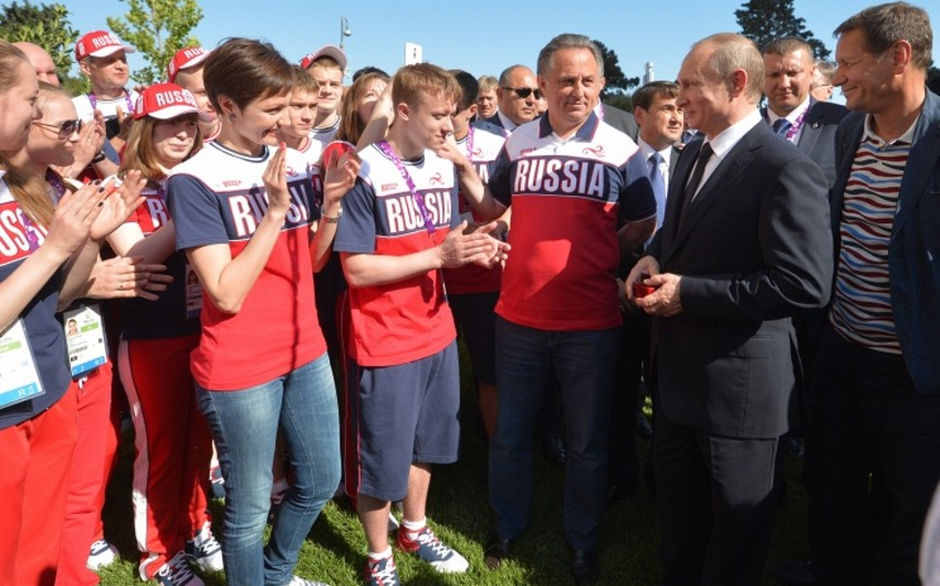 Vladimir Putin Bakıda Rusiya idmançıları ilə görüşüb