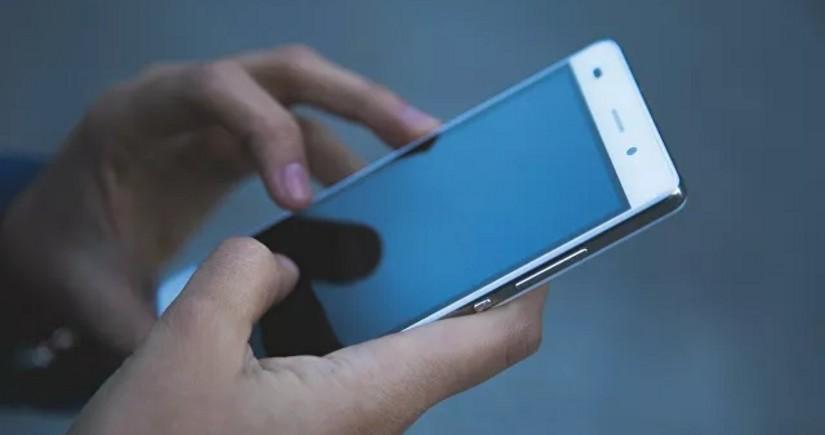 Fransada 5 nazirin telefon danışıqlarının dinlənildiyi aşkarlanıb
