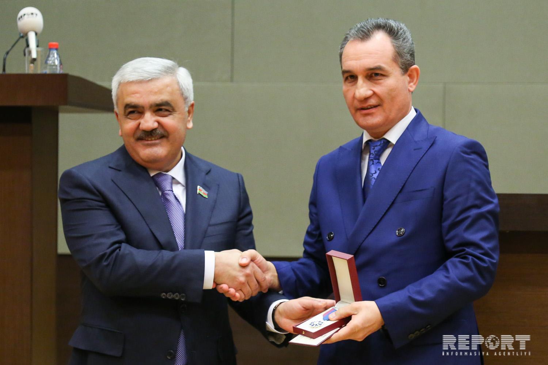 SOCAR-da dövlət təltiflərinə layiq görülmüş neftçilərə orden və medallar təqdim olunub