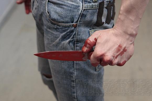 В Баку таксист нанес ножевые ранения сотруднику госслужбы автотранспорта