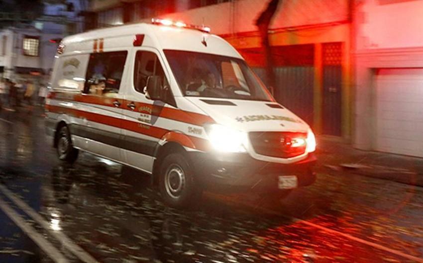 Meksikada sükan arxasında yatan sürücü avtobusu aşırıb, 11 nəfər ölüb